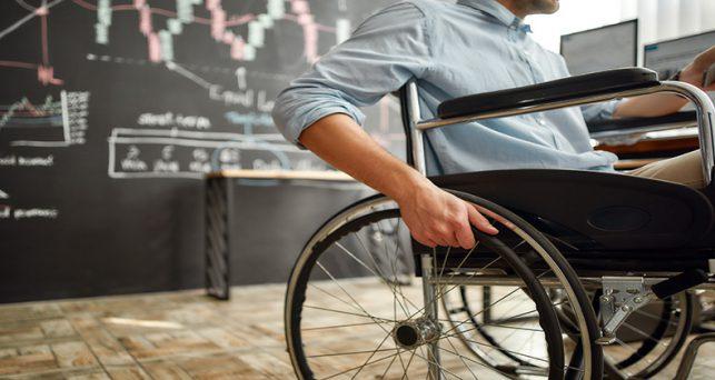 abierta-convocatoria-becas-universitarias-fundacion-randstad-uoc-personas-discapacidad
