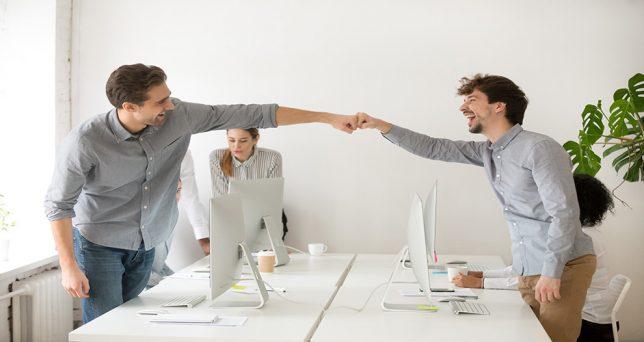 amigos-trabajo-incrementa-productividad