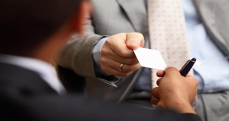 comunicacion-no-verbal-secretos-ofrecer-mejor-tarjeta-visita