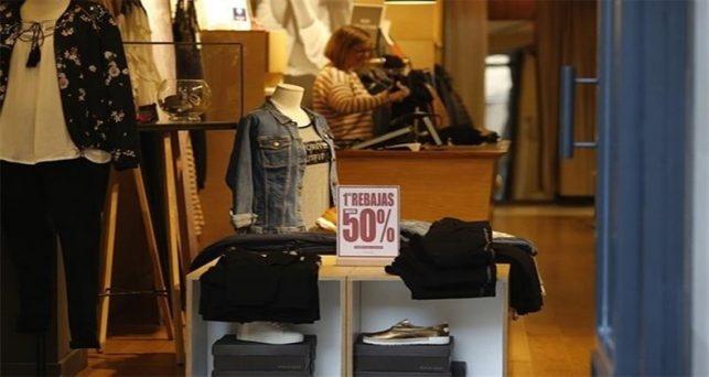 consumidores-espanoles-gastaran-121-euros-media-moda-las-rebajas-enero