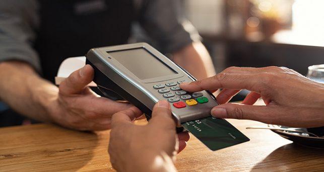 espanoles-pagan-tarjeta-mas-al-inicio-la-crisis