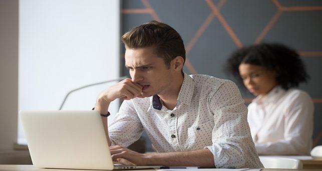 gestionar-evaluacion-sesgada-trabajo