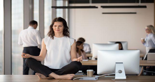 mindfulness-empresas-luchar-baja-productividad-verano
