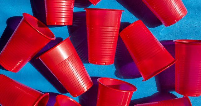 reducir-consumo-plastico-oficina